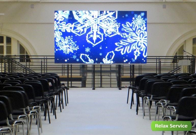 Стулья в манеж / Гардероб, столбики и бескаркасная мебель на мероприятия