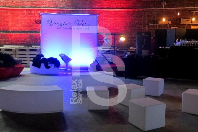 Световая и бескаркасная мебель для гостей мероприятия