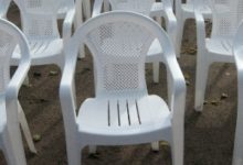 Пластиковые стулья