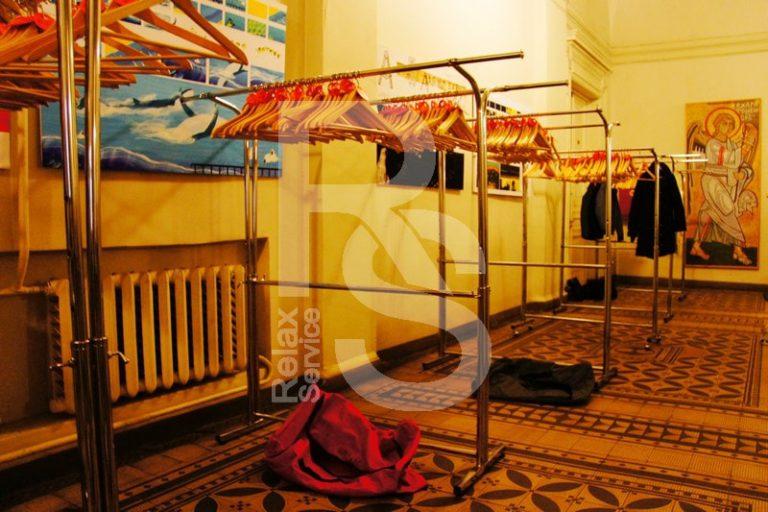 Аренда большого гардероба на выезд для 3000 человек на мероприятие цена в СПб, выездной гардероб на 5000 персон в прокат взять