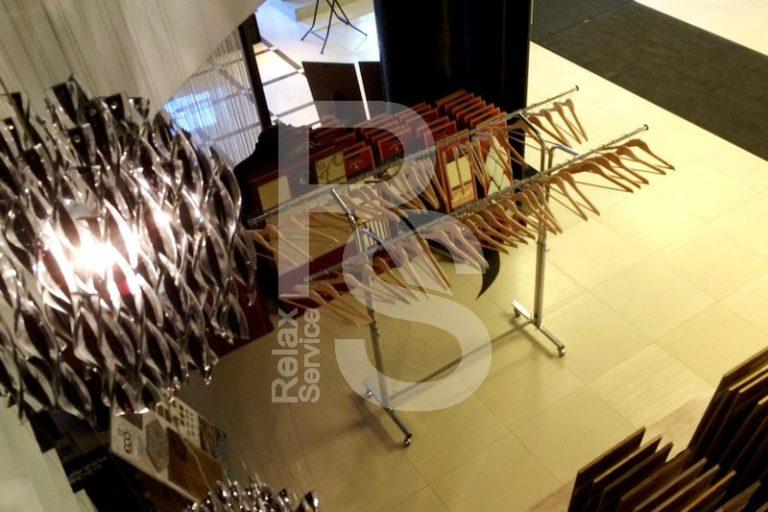 Аренда гардероба на выезд для 50 - 100 человек на мероприятие цена в СПб, выездной гардероб в прокат взять