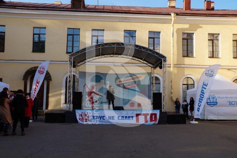 Аренда сцены с крышей 6 на 4 метра на мероприятие цена, взять в прокат сцену с граундом 6х4 м. в СПб стоимость