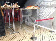 Ограничительный столбик с вытяжной лентой аренда на мероприятие СПб цена, взять в прокат столик с вытягиваемой красной лентой