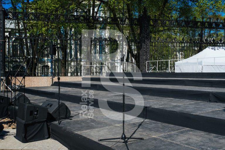 Аренда зрительской трибуны на 32, 48 и 64 посадочных места в 2,3 и 4 ряда на мероприятие цена, взять в прокат трибуну для зрителей в СПб стоимость