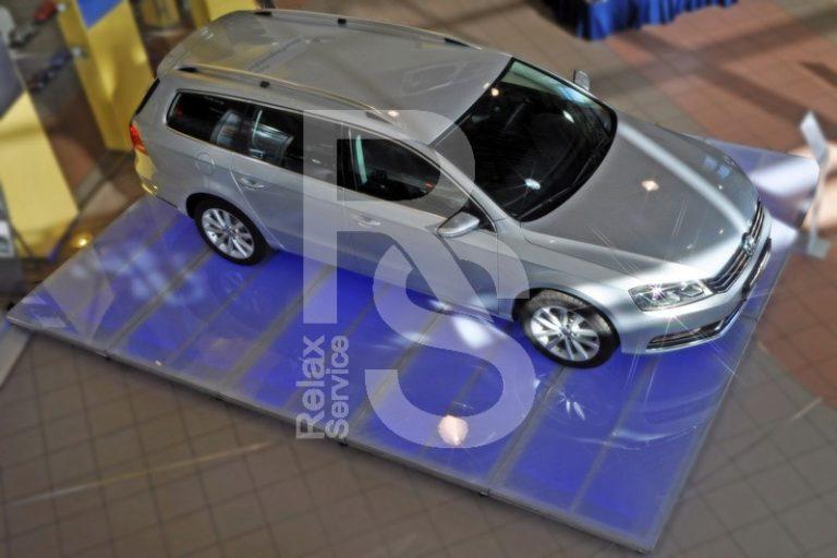Аренда подиума для презентации автомобиля цена, взять в прокат автоподиум в СПб стоимость
