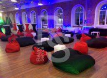 Аренда бескаркасного дивана в черном чехле Bubble на мероприятие в СПб и МСК цена