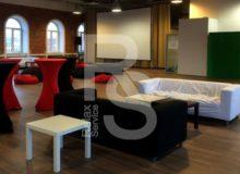 Аренда трехместного мягкого каркасного дивана в чехле черного цвета на мероприятие в СПб и МСК цена