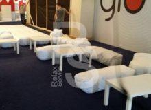 Лавка бескаркасная белая аренда на мероприятие в СПб и МСК цена, прокат бескаркасных лавок в белых чехлах