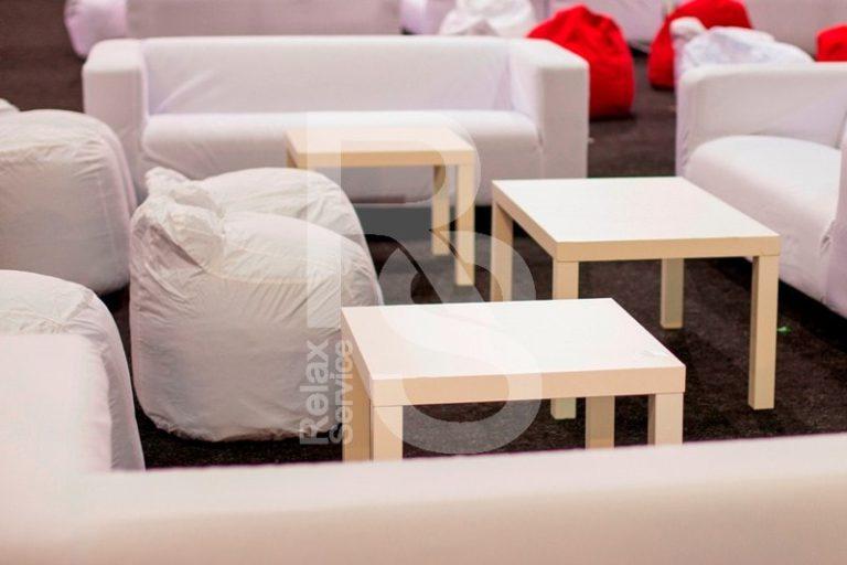 Пуф бескаркасный белый аренда на мероприятие в СПб цена, прокат бескаркасных пуфиков в белых чехлах