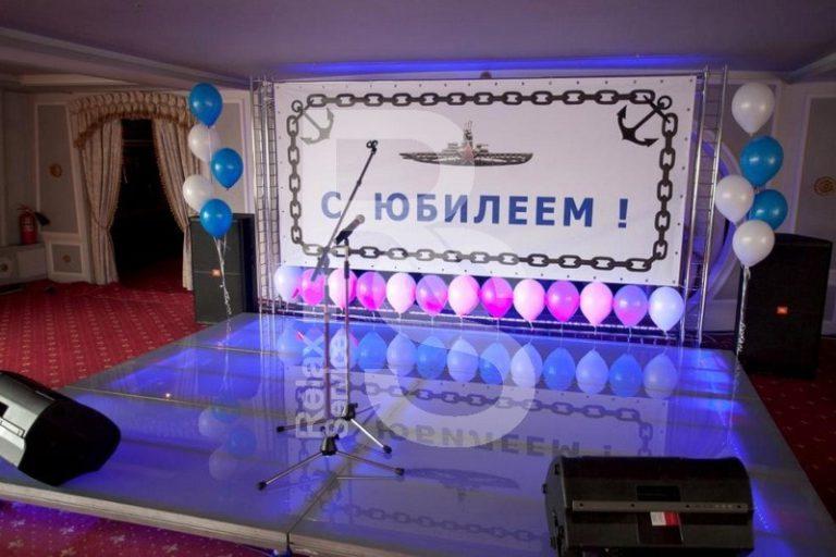 Укладка пластика для сцены на мероприятии цена, сценический пластик заказать с монтажем в СПб стоимость