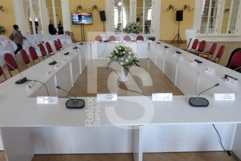 Аренда офисного белого стола для конференций и мероприятий в СПб цена