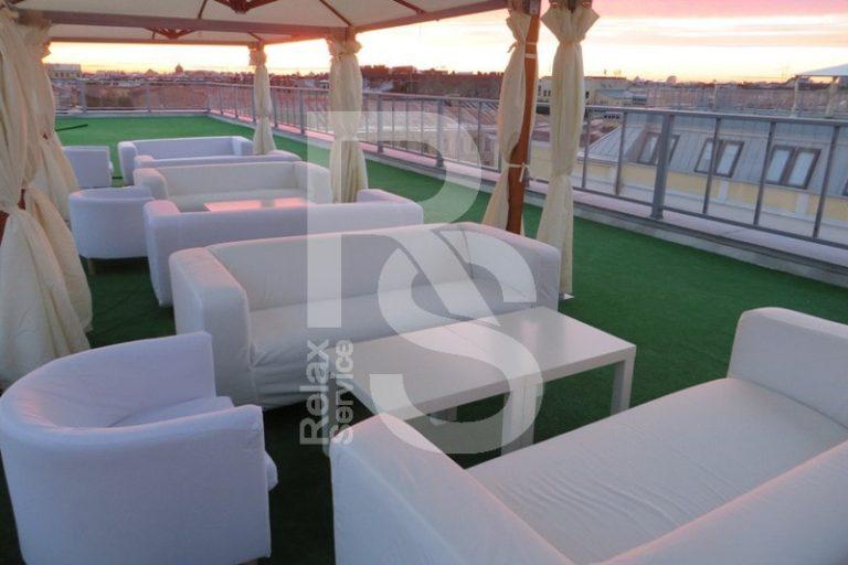 Стол журнальный квадратный белый аренда на мероприятие в СПб цена