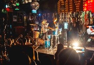 Аренда звукового и светового оборудования и аппаратуры на концерты и мероприятия цена в МСК и СПб, прокат сцены, звука и света