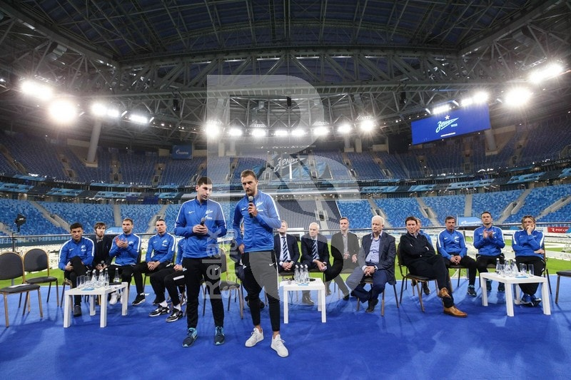 Мебель для встречи ФК Зенит с болельщиками