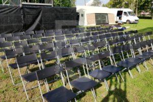 Аренда складных пластиковых стульев на мероприятие в Москве и Санкт-Петербурге