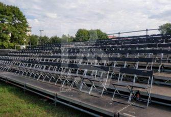 Трибуна для зрителей со стульями в аренду на мероприятие в МСК и СПб