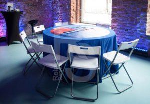 Аренда складных белых стульев и столов со скатертями для мероприятия ВК 2018