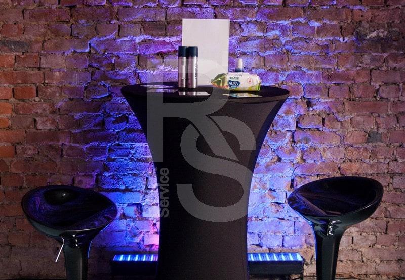 Аренда коктейльного стола с чехлами бифлекс черного цвета и черных барных стульев для мероприятия ВК 2018